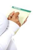 Femme enceinte prenant des notes. photographie stock libre de droits