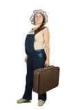 Femme enceinte restant avec la valise photos libres de droits