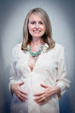 Femme enceinte rougeoyante Photo stock