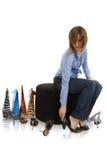 Femme essayant sur des chaussures Photo stock