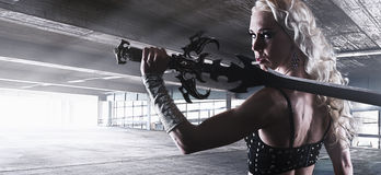 Femme et épée image libre de droits