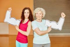Femme et aîné avec des muscles Photographie stock