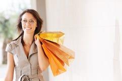 Femme et achats image stock