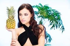 Femme et ananas Images libres de droits