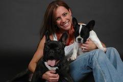 Femme et animaux familiers heureux Photos libres de droits