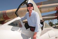 Femme et avion images stock