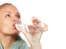 Femme et bouteille d'eau Image libre de droits