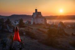 Femme et château photo stock