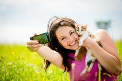 Femme et chat de Selfie Image libre de droits