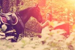 Femme et cheval images stock