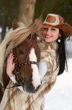Femme et cheval de sourire Images libres de droits