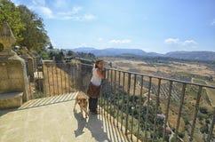 Femme et chien à Ronda Photo libre de droits