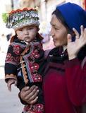 Femme et fils de Hani au marché Photo stock