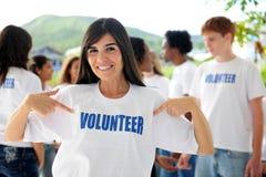 Femme et groupe volontaires heureux photos stock