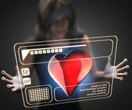 Femme et hologramme avec le coeur Photos libres de droits