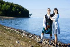 Femme et homme dans le costume écossais Images stock