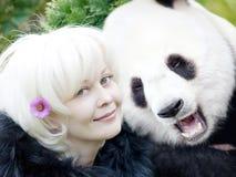 Femme et panda Photographie stock libre de droits