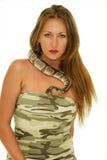 Femme et serpent photo stock