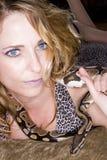 Femme et serpent Photographie stock