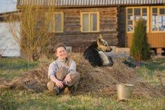 Femme et son animal familier au pays Images libres de droits