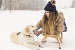 Femme et un chien Images libres de droits