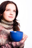 Femme et une tasse bleue Images libres de droits