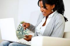 Femme excited ambitieux avec des dollars Image libre de droits