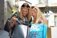 Femme Excited d'achats Image libre de droits