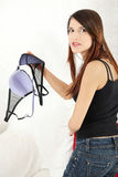 Femme fâché avec le soutien-gorge à disposition. Image stock