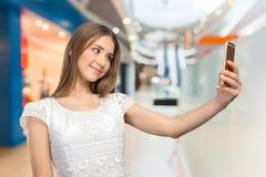 Femme faisant un selfie Photographie stock