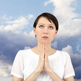 Femme faisant une prière photo stock