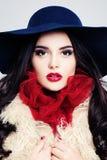 Femme fascinant Visage femelle Maquillage et cheveux bouclés Photos stock