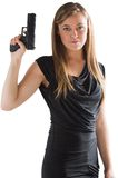 Femme-fatale, das oben Gewehr zeigt Lizenzfreie Stockfotos
