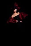 Femme fatale in een rood-zwarte kleding Stock Foto's
