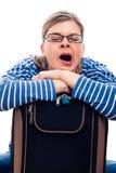 Femme fatiguée de voyageur baîllant Photographie stock