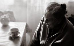 Femme fatiguée très vieille Photos stock