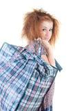 Femme fatigué avec le sac à provisions. Photo libre de droits