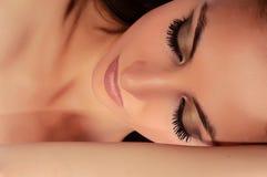 femme fermée de yeux Photographie stock