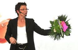 Femme finissant le beau et riche bouquet Photo libre de droits