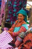 Femme fleurie de Hmong. Région de l'AMI Chau Photographie stock libre de droits