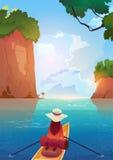 Femme flottant dans le bateau dans le concept de vacances d'aventure d'été de lac mountains Photos libres de droits
