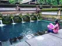 Femme fraîche Indonésie Bali de l'eau de Balinese Photos libres de droits