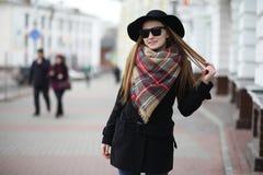 Femme française pour une promenade en premier ressort Photographie stock