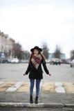 Femme française pour une promenade en premier ressort Image libre de droits