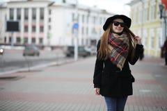 Femme française pour une promenade en premier ressort Photo stock
