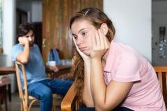 Femme frustrante en difficultés de relations avec l'ami Photo libre de droits