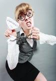 Femme furieuse avec les mains et le contrat enchaînés Images stock