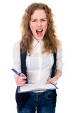 Femme furieuse de patron fou fou fâché de femme d'affaires criant Photographie stock libre de droits