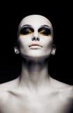 Femme futuriste chauve - nettoyez la tête rasée. Mode Photographie stock