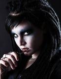 Femme gothique avec la croix Photographie stock libre de droits